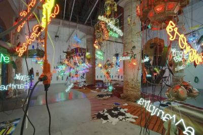 杰森·罗德斯(JASON RHOADES )——提华纳坦吉尔吊灯 (个展) @ARTLINKART展览海报